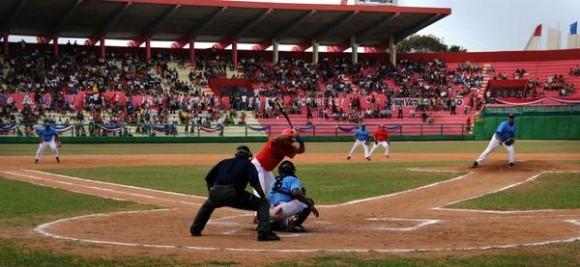 Juego de las Estrellas Veteranas del beisbol cubano,en estadio Victoria de Giron, en Matanzas, el 18 de febrero de 2012. AIN FOTOMarcelino VAZQUEZ HERNANDEZ