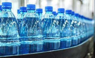 «Ωμό» νερό: Κοστίζει 27 δολάρια ένα μπουκάλι και έχει τρελάνει τους Αμερικανούς