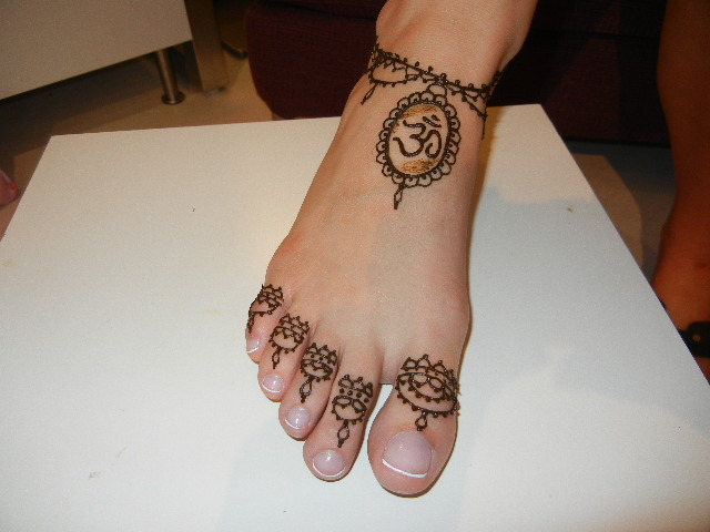 Simple Mehndi Designs For Foot