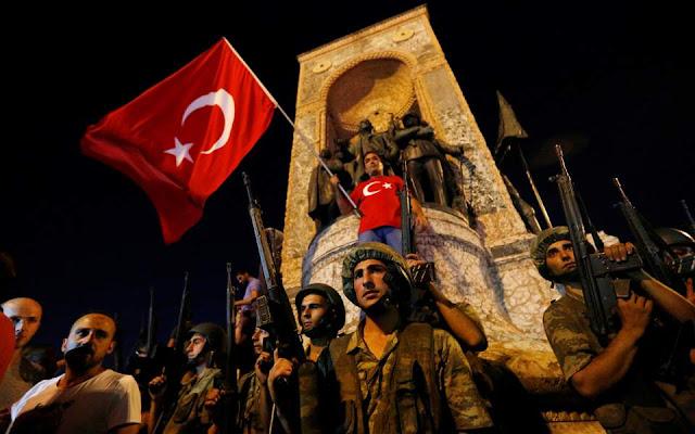 Ένα χρόνο μετά το πραξικόπημα, η Τουρκία μία διχασμένη χώρα