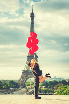 made-eachother-hug-at-effil-tower-paris-love