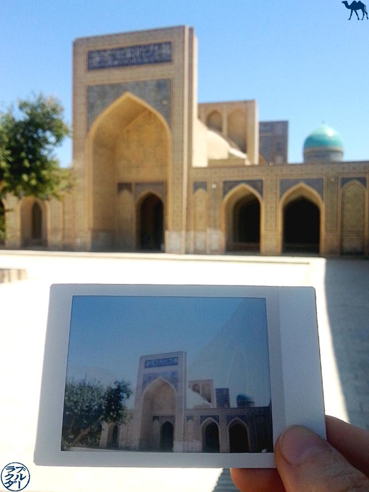 Le Chameau Bleu - Blog Voyage Boukhara Ouzbékistan - Polaroid de la Mosquée de Kalan
