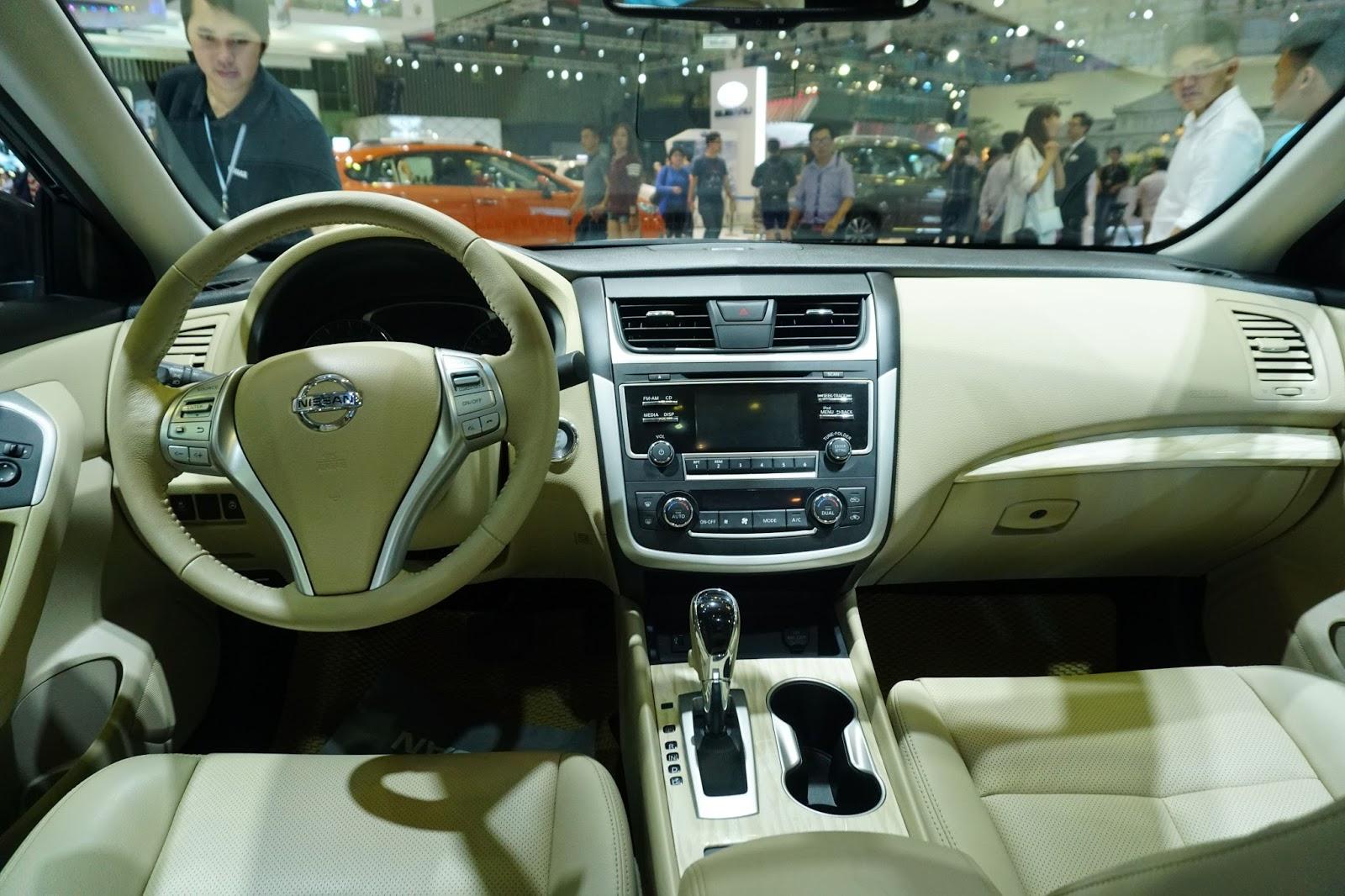 Khoang cabin của xe khá sang trọng và tinh tế trong đường nét