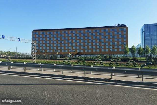 Фасад пятизвездочного отеля Hilton Saint Petersburg ExpoForum, готовящегося к открытию в конце 2016 г. – начале 2017 г.