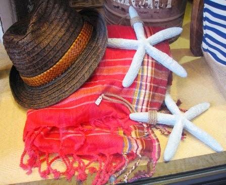 Toallas-pareo. Sombreros.