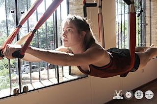 columpio yoga, trapecio trapeze, mujer