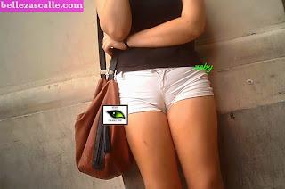 chicas-shorts-ajustados-entrepierna-marcada