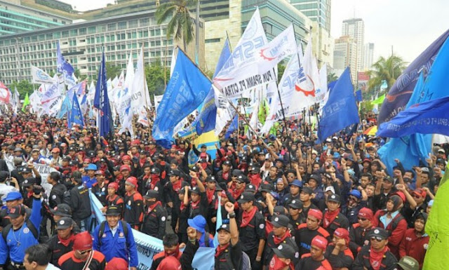 Jokowi Hapus Pesangon, Buruh Siap Kepung Istana