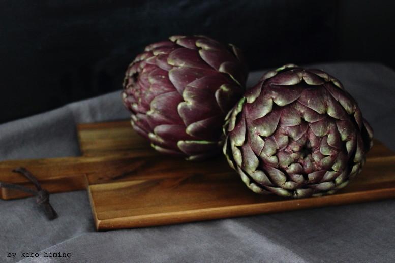 Artischocken, artichokes, nicht nur Frucht, auch Blume, flowers, Stillleben für den Friday Flowerday bei kebo homing, dem Südtiroler Food- und Lifestyleblog, photography & styling