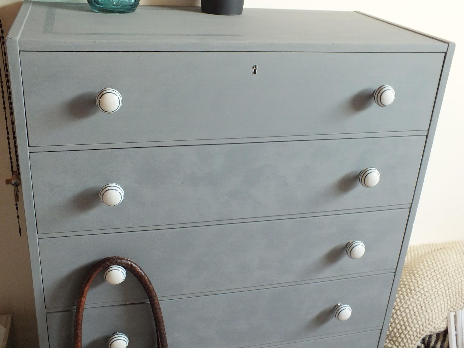 karinas paradies diy kreidefarbe kommode. Black Bedroom Furniture Sets. Home Design Ideas
