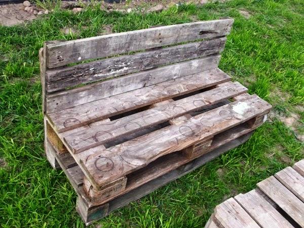 ławka  z palety przed szlifowaniem