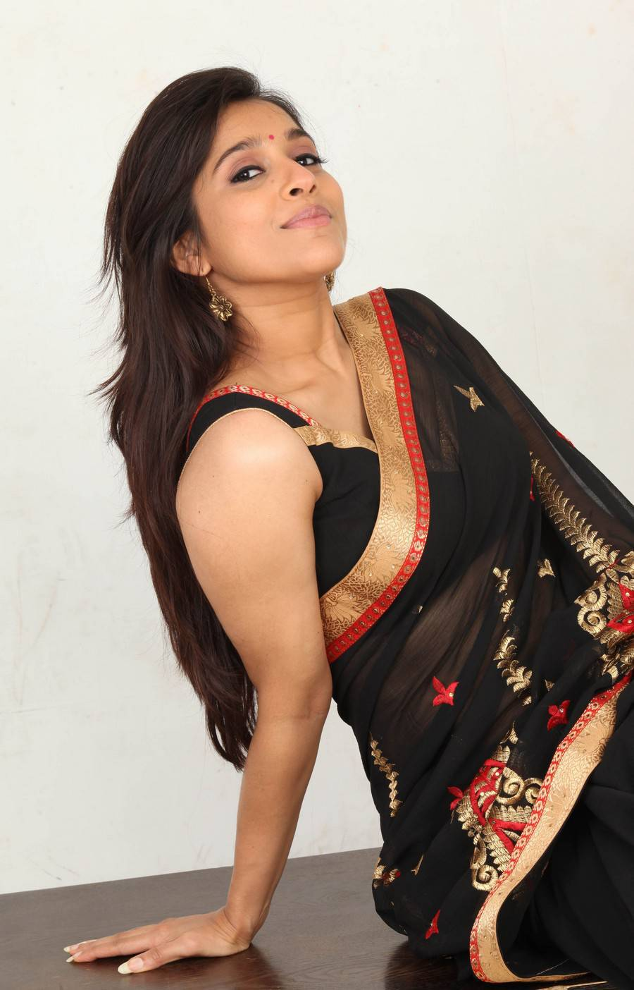 Rashmi Gautam Sexy Saree In Antham Movie Hq Stills -8740
