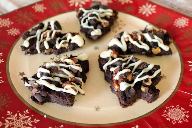 Brownie navideño de chocolate con alubias (bajo en calorías y sin azúcar)