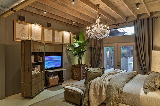 ห้องนอนใหญ่ที่มีการตกแต่งที่คลาสสิค เน้นความเป็น Glob Style ที่ลงตัวมากที่สุด
