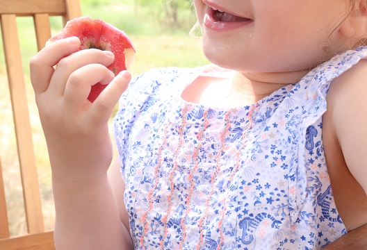 manger-une-pomme
