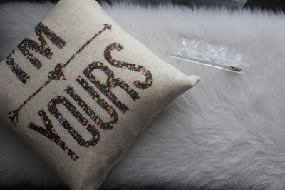 DIY Pillow from Sweater || Valentines Day Pillow