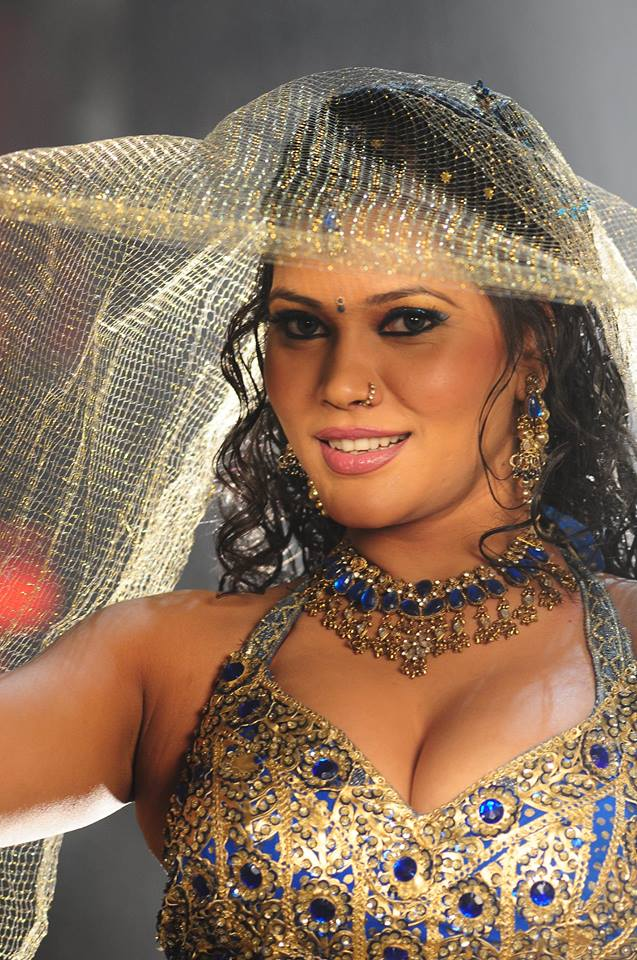Bhojpuri Cinema Item Girl Seema Singh Hot and beautiful Photos, Images - Latest Bhojpuri Heroine Seema Singh Hot wallpaper, Pics, Image