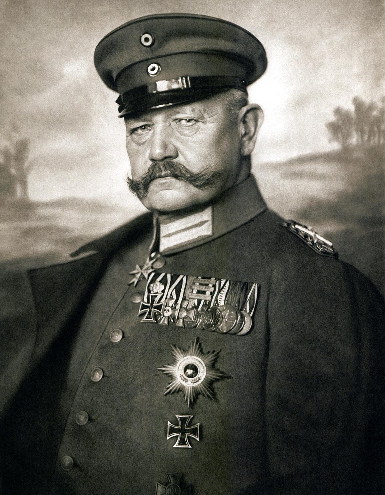 Paul Ludwig Hans Anton von Beneckendorff und von Hindenburg 2 Oktober 1847 – 2 Agustus 1934 adalah jenderal dan politisi Jerman terkemuka veteran Perang