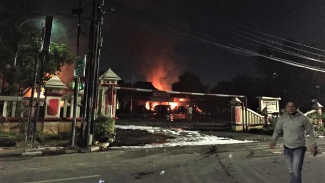 Kronologi Pembakaran Polsek Ciracas, Jakarta Timur