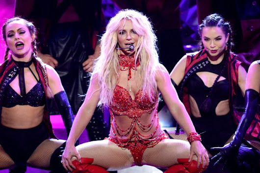 Britney Spears Performs At the ceremony of VMAs 2016