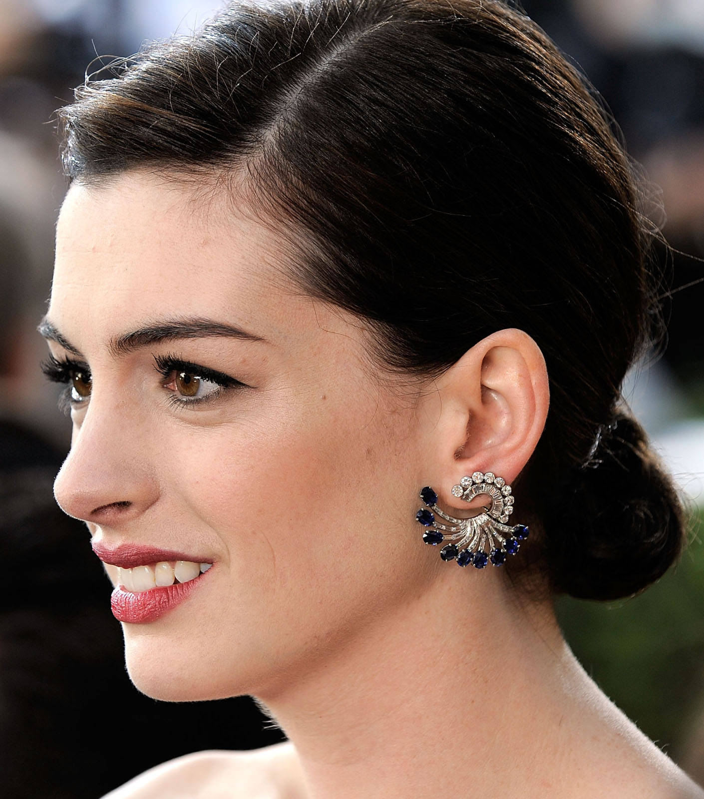 Anne Hathaway Wears The Jewelry To The Next Level: David Warshofsky