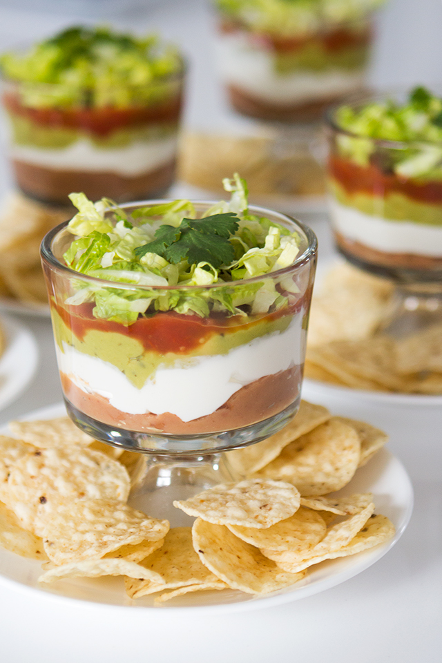 Fiesta dinner party & the most AMAZING 7 layer dip!