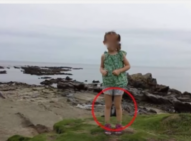 أب يلاحظ أمرا مرعب جدا أثناء التقاط صورة لابنته صورة حيّرت الجميع شاهد الفيديو