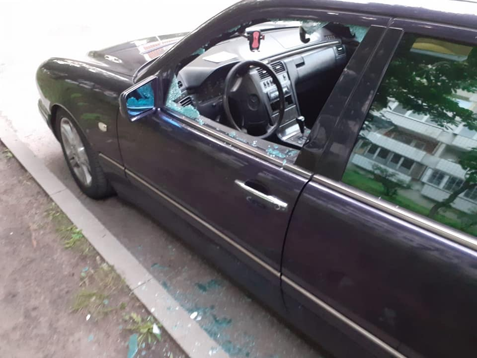 Deglava ielā auto izsists stikls