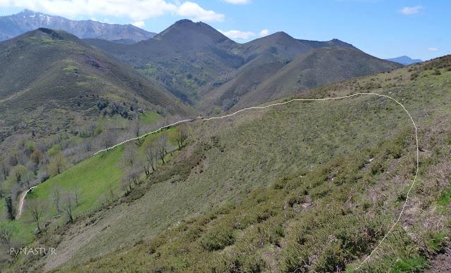 Sierra de Pesquerín con el Vízcares al fondo - Asturias