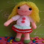 http://www.jennyandteddy.com/2016/11/amy-girl-amigurumi-free-crochet-pattern/