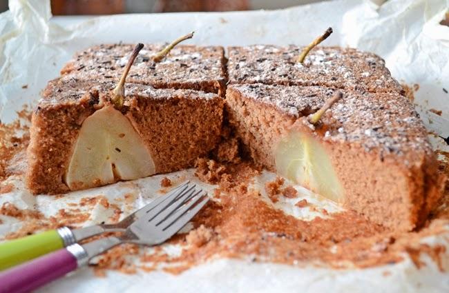 Bizcocho de chocolate con peras