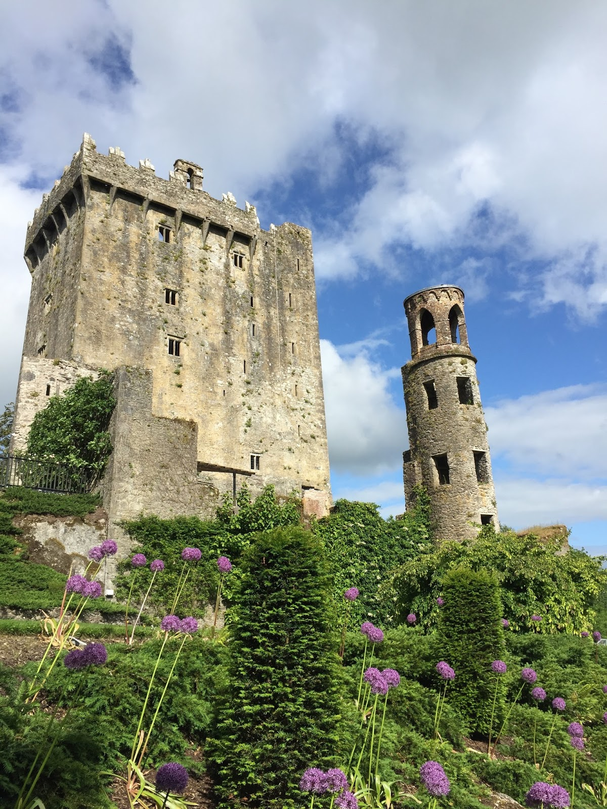 10 places to go in ireland, northern ireland, giant's causeay, galway, kilkenny, jameson distillery, inishmore, aran islands, cliffs of moher, blarney stone, blarnery castle and gardens