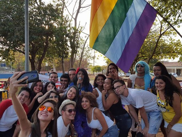 Mais de cinco mil pessoas participam da Parada do Orgulho LGBT em Palmas