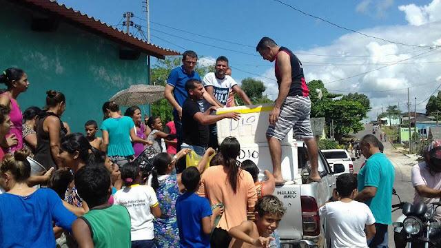 Vereador Antonio Cosmo distribui duas toneladas de peixes no Bairro do Cruzeirinho
