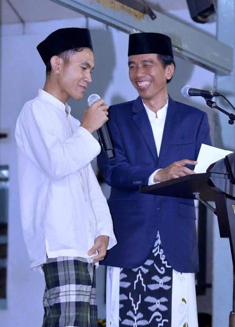 Diminta Sebut 3 Menteri, Jawaban Santri Ini Buat Presiden Jokowi Ngakak, Terus Bilang, Udah, Udah, Ambil, Pilih Sepedanya