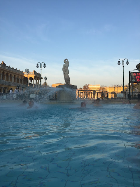 Things to do budapest - baths