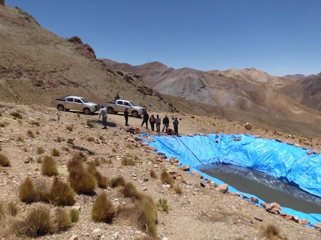 Auf fast 5.000 Meter Höhe gibt's kein Wasser mehr, es muss  erst hochgepumpt werden