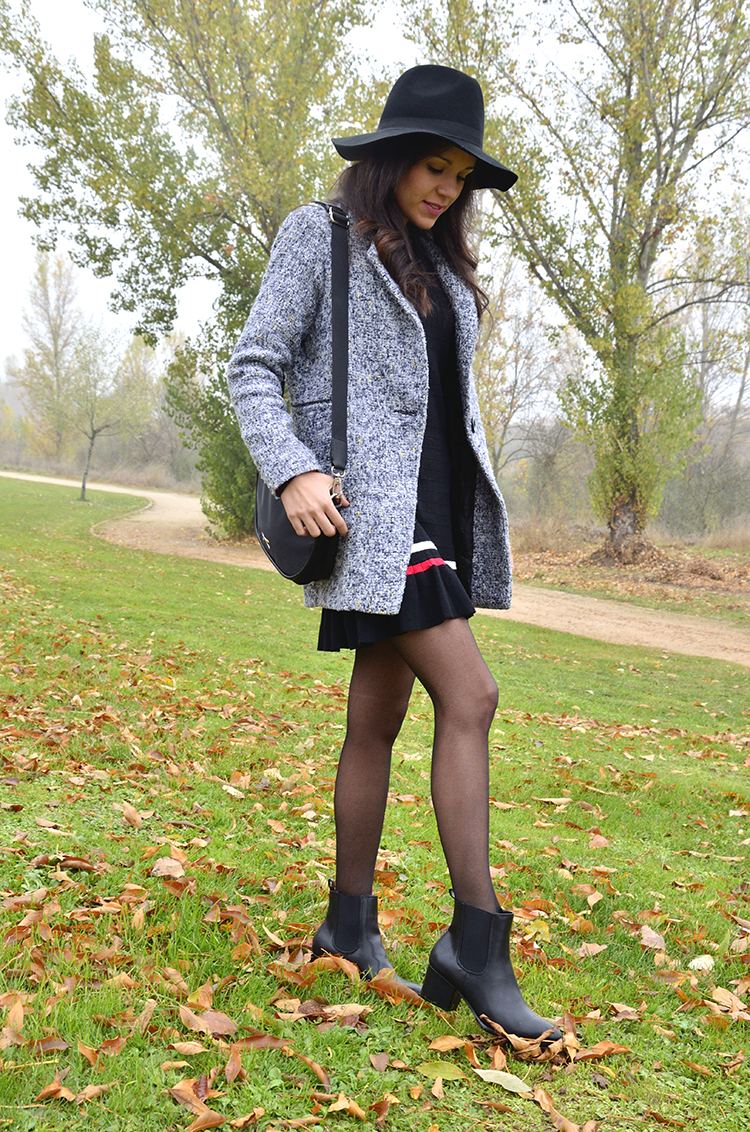 casual-black-dress-fedora-grey-coat-outfit-blogger-look-trends-gallery-blog-moda-fashion