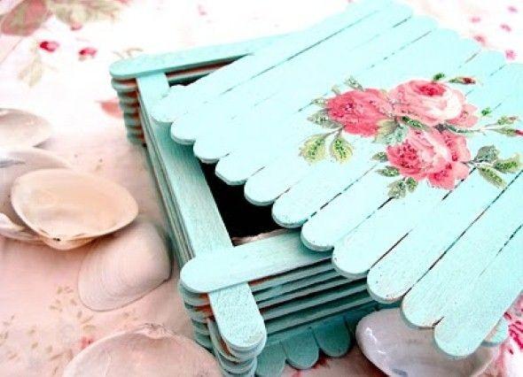 Pra mãe que gosta de delicadezas artesanais. Esta é uma caixinha feita com palitos de sorte e découpage