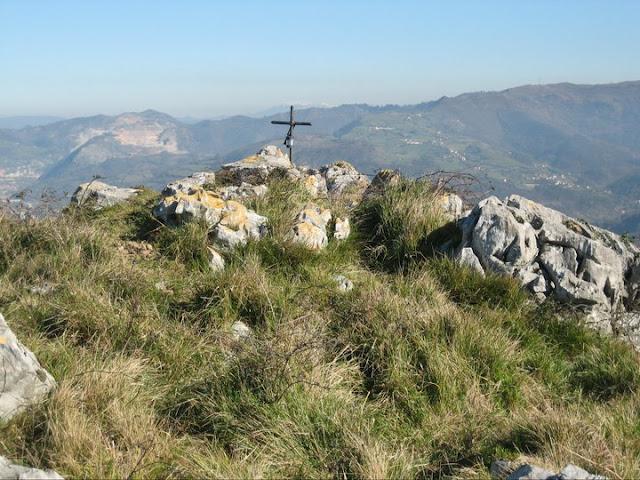 Rutas Montaña Asturias: Llegando a la cima del pico del Gatu