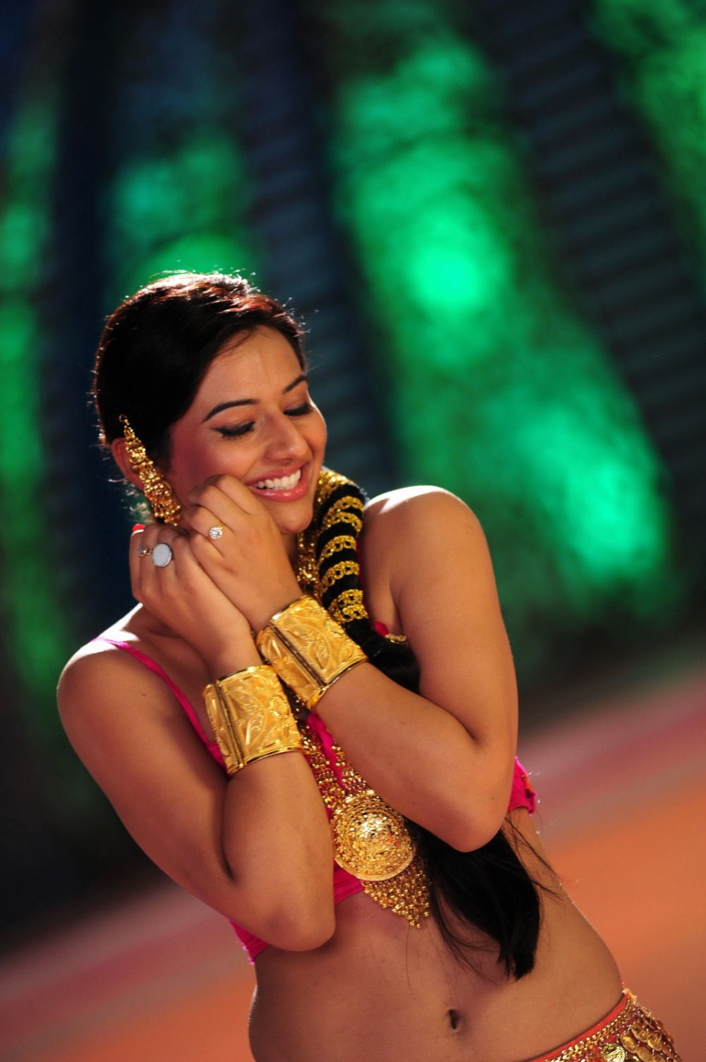 Glorious ethnic Isha chawla dancing images true indian expression