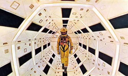 Um clássico de Stanley Kubrick 2001 - Uma Odisseia no Espaço