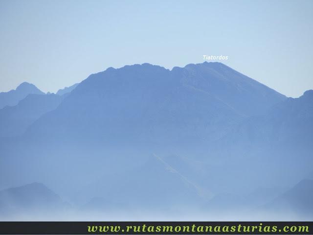 Ruta Pienzu por Mirador Fito y Biescona: Vista del Tiatordos desde el Pienzu