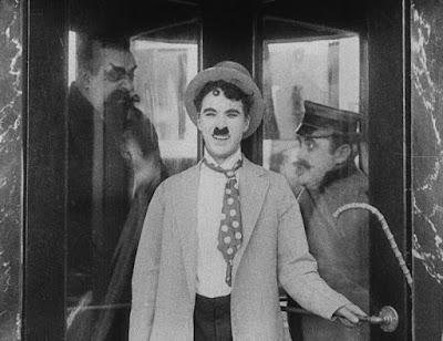 """Кадр из фильма Чарли Чаплина """"Лечение"""" (1917) - 1"""