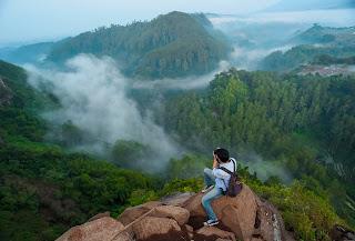 Bagi anda yang mengaku traveller tentu akan banyak mencari informasi seputar tempat wisata 8 Tempat Wisata Di Bandung yang masih indah untuk liburan bersama keluarga