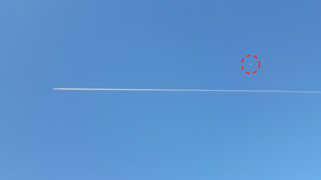 White UFO Recorded Moving Near Chem Trail Raises Questions About Why? Orb%252C%2Borbs%252C%2Balien%252C%2Baliens%252C%2BET%252C%2Bspace%252C%2Bsighting%252C%2Bsightings%252C%2Bnews%252C%2Bchem%2Btrail%252C%2Btech%252C%2Btechnology%252C%2B3