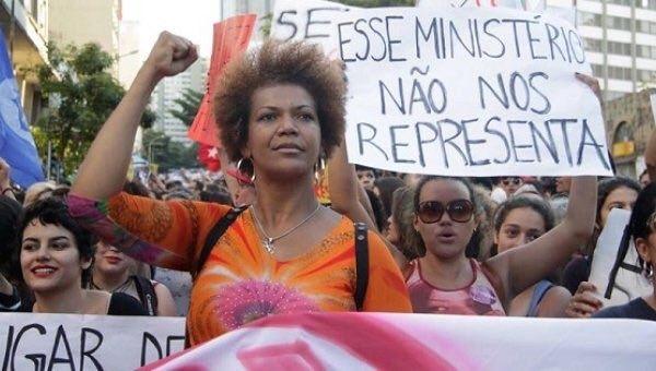 Mujeres brasileñas preparan marcha contra políticas de Temer