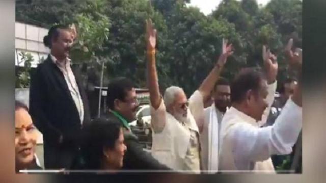 CONGRESS की जीत पर जमकर नाचे नरेंद्र मोदी (डुप्लिकेट) VIDEO VIRAL   NATIONAL NEWS