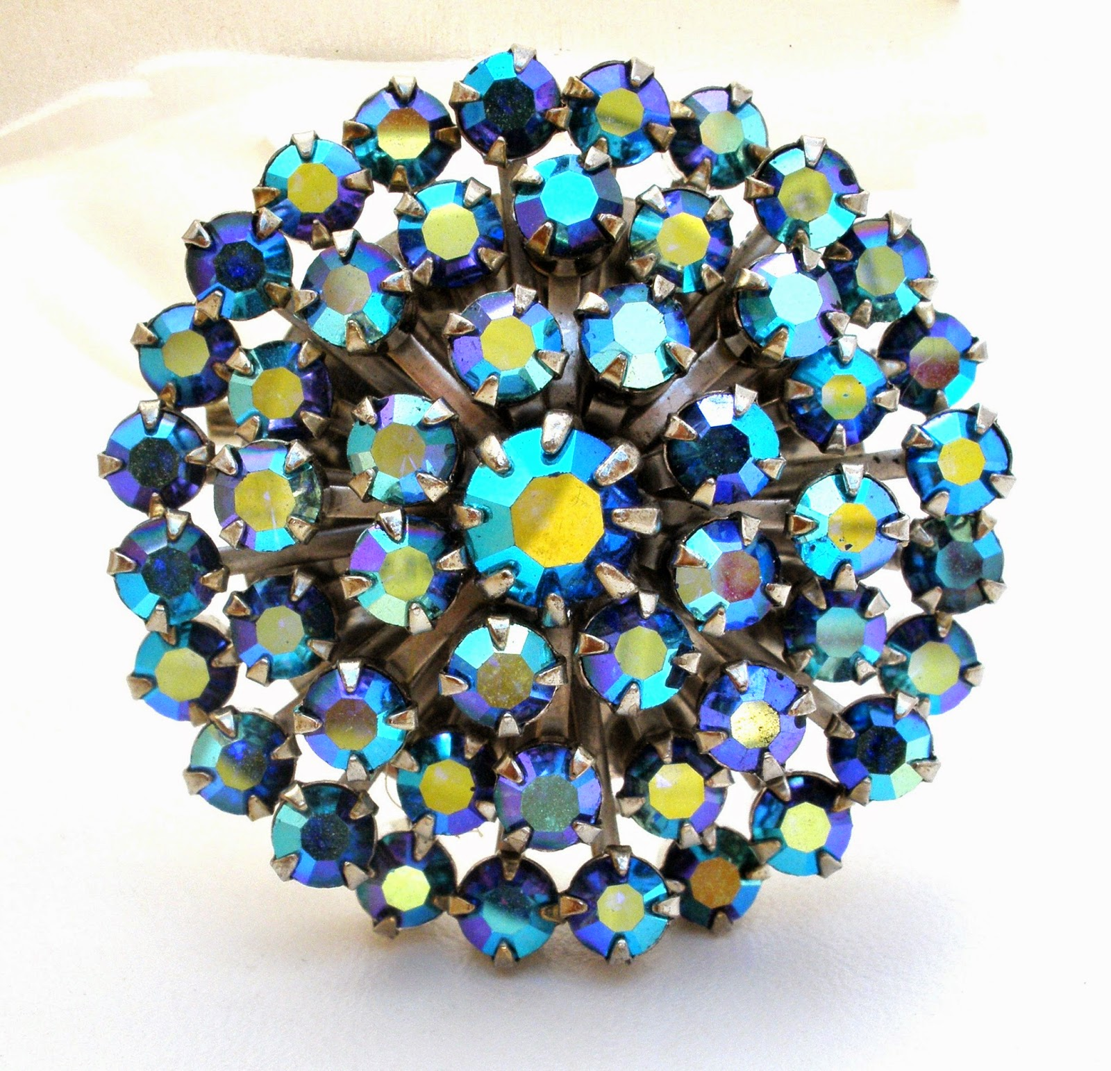 the jewelry lady 39 s store vintage weiss brooch blue ab rhinestone. Black Bedroom Furniture Sets. Home Design Ideas