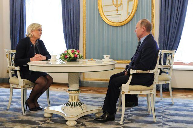 Marine Le Pen lors de sa rencontre avec Vladimir Poutine, le 24 mars au Kremlin, à Moscou.